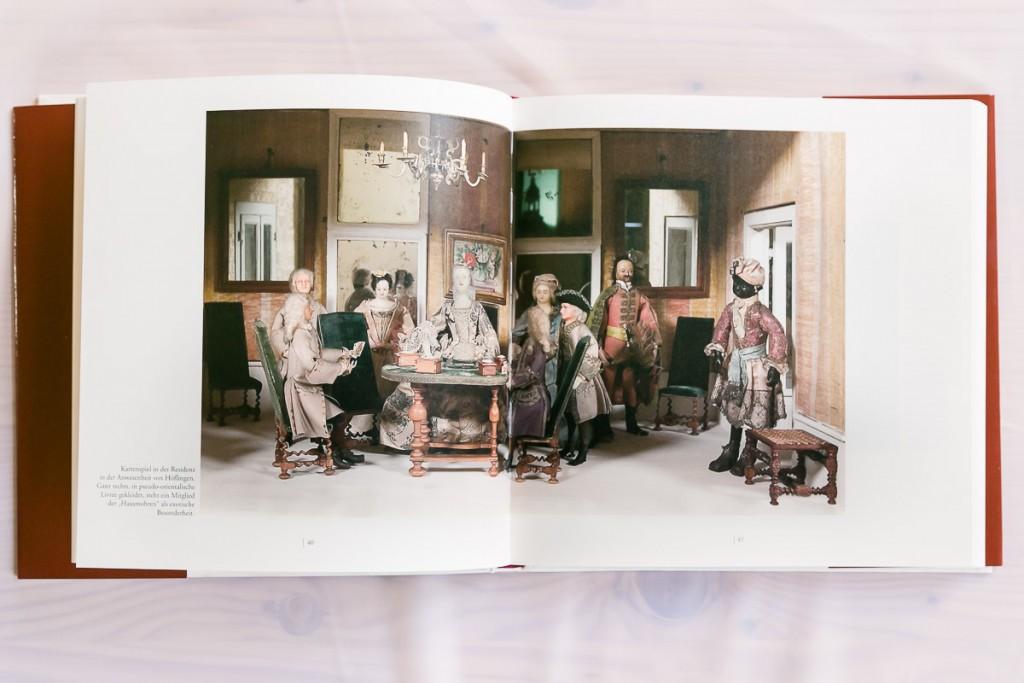 Auch für Kenner des Mon Plaisir bietet das Buch ungewohnte Details in ungewohntem Lichte