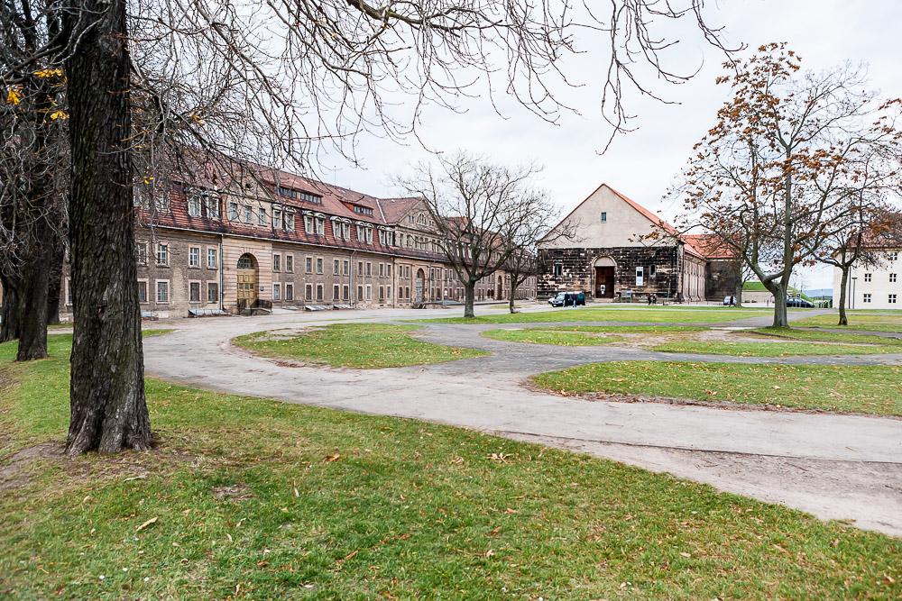 Hier, heißt es, seien sie gewesen, die Preussen: Erfurt, auf dem Petersberg. Aber in Arnstadt?